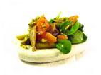 Ensalada de setas y ajetes con salmón y vinagreta de pistachos