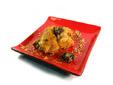 Muslos de pollo con picada de almendras, piñones y ciruelas secas