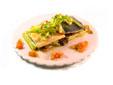 Suprema de salmón con salteado de borraja, níscalos (setas) y vinagreta de tomate