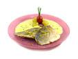 Dorada asada con salsa de uvas, cava y juliana de limón