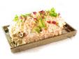 Sandwich de ensaladilla de cangrejo y piña con pan de hogaza