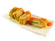 Libritos de lomo relleno de calabacín con salsa de zanahoria