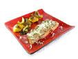 Filete de entrecot con cebolla, setas y melocotones asados
