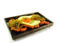 Montadito de lomo con huevo y cebolla confitada