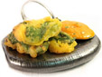 Fritos de pimientos verdes rellenos de carne picada